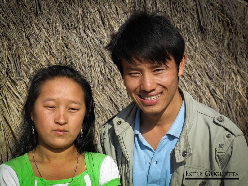 Sivon con una chica de la etnia Khmu